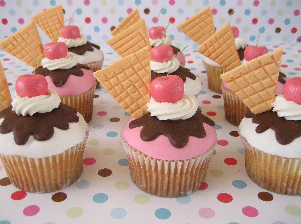 Ice-Cream-Cupcake-cupcakes-395902_1024_761